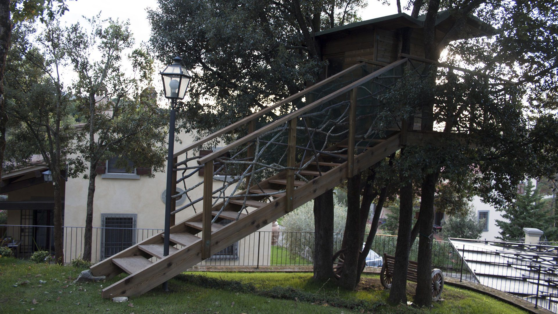 casa sull'albero in giardino